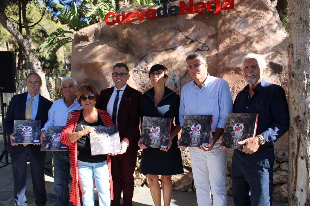 Libro Conmemorativo del 60 Aniversario del descubrimiento de la Cueva de Nerja